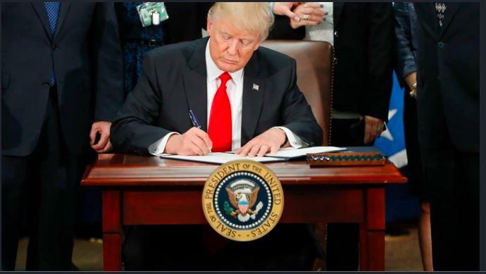 Trump suspendă temporar emigrarea în SUA