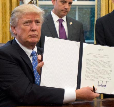 Trump planuieşte suspendarea temporară a emigrării în SUA